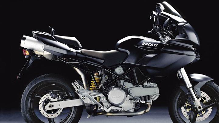 Side Pose of Ducati Multistrada 620 2005 in Black