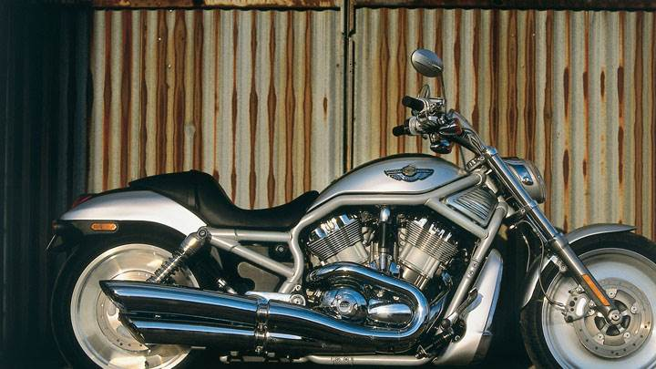 Side Pose of Harley Davidson VRSCA V-Rod 2003