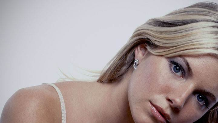 Sienna Miller Blue Eyes Wet Lips Face Closeup