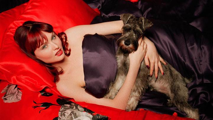 Sophie Ellis-Bextor Red Lips Laying Pose With Puppy