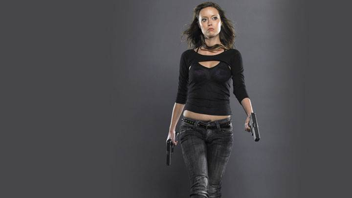 Summer Glau In Black Top And Jeans And Guns In Hands