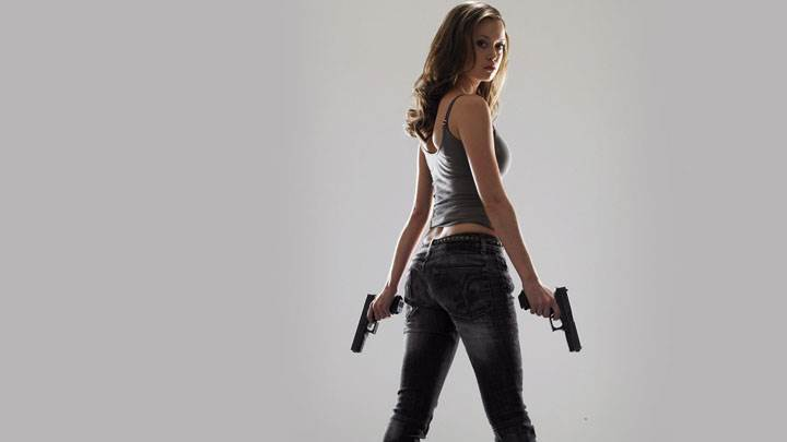 Summer Glau Side Pose And Two Guns In Hands