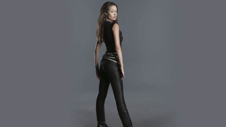 Summer Glau Side Pose In Black Top And Balck Jeans