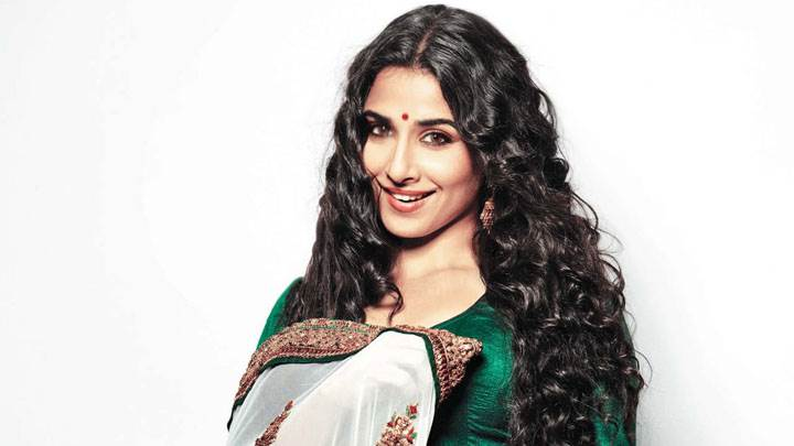 Vidya Balan Smiling In Green Blouse And Saree In Hand