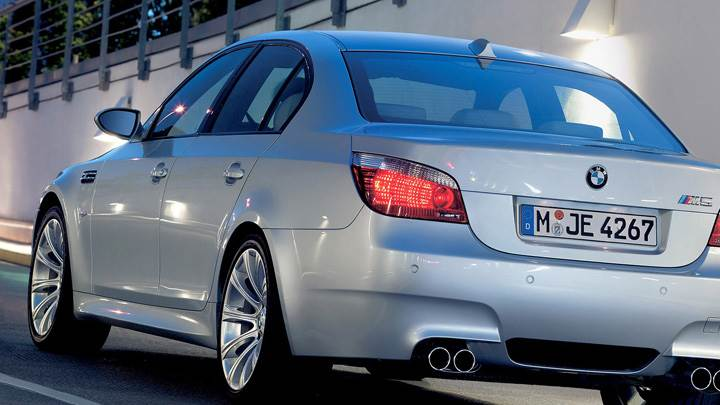 2005 BMW M5 Back Pose In White