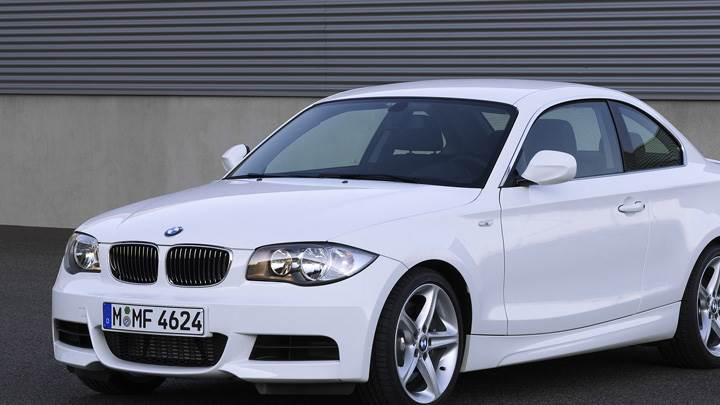 2007 BMW 1 Series E82 135i Coupe Side Front Pose In White