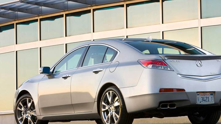 2009 Acura TL SH-AWD Side Back Pose In Grage In Silver