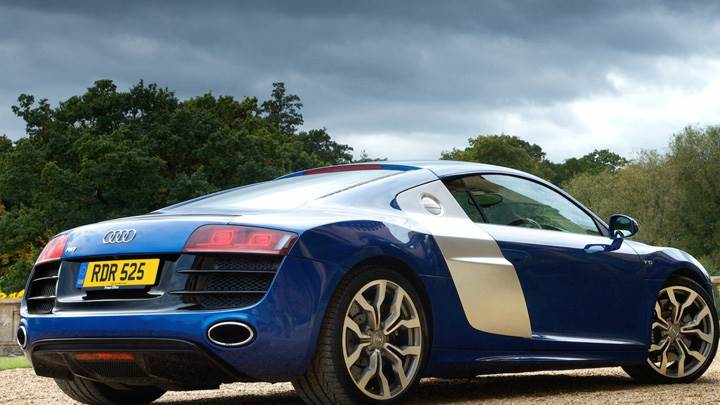 2009 Audi R8 V10 Side Back Pose In Blue