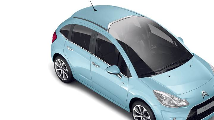 2009 Citroen C3 Top Pose In Blue N White Background