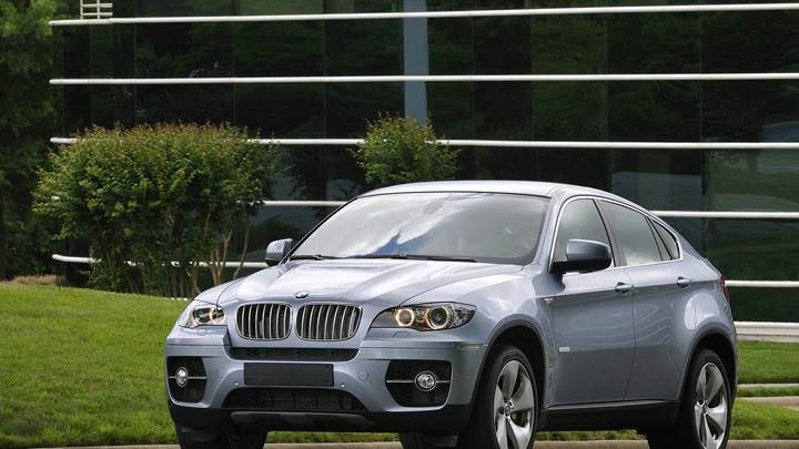 2010 BMW ActiveHybrid X6 Front Pose In Grey