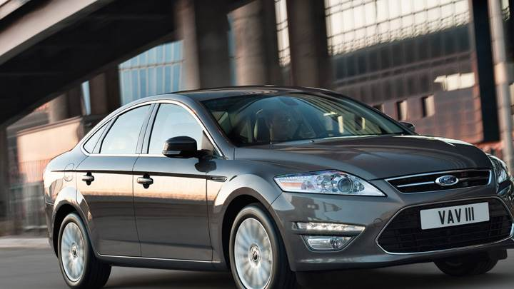 2011 Ford Mondeo Running in Grey Side Pose