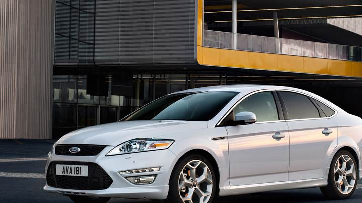 2011 Ford Mondeo Side N Front Pose In White