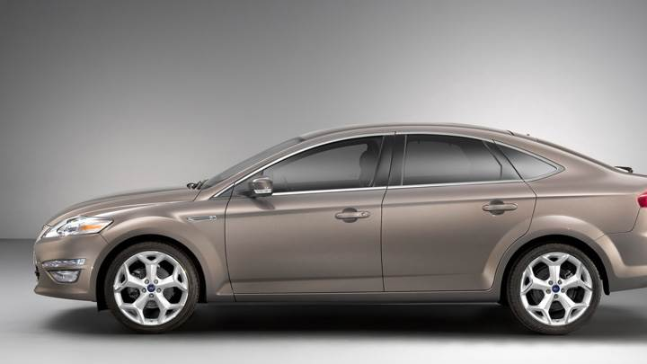 2011 Ford Mondeo Side Pose in Brown