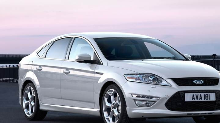 2011 Ford Mondeo Side Pose in White
