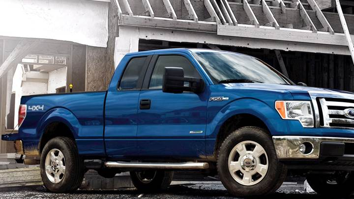2012 Ford F-150 Side Pose in Blue