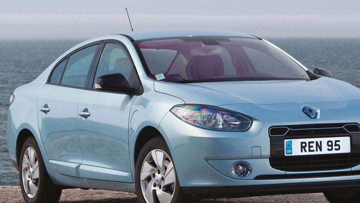 2012 Renault Fluence ZE Near Sea Side In Blue Front Pose