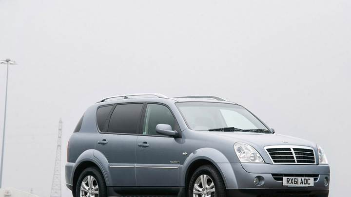 2012 SsangYong Rexton Side Front Pose In Grey
