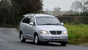 2012 SsangYong Rodius Front Pose In Grey