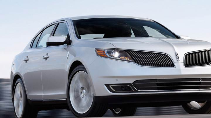 2013 Lincoln MKSIn Silver Front Pose