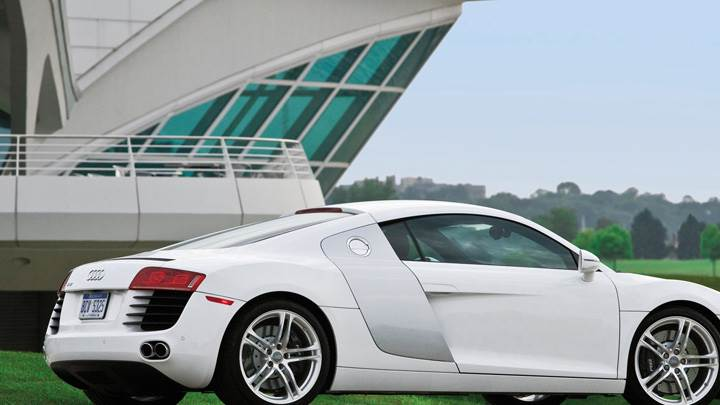 Audi R8 Side Pose In White