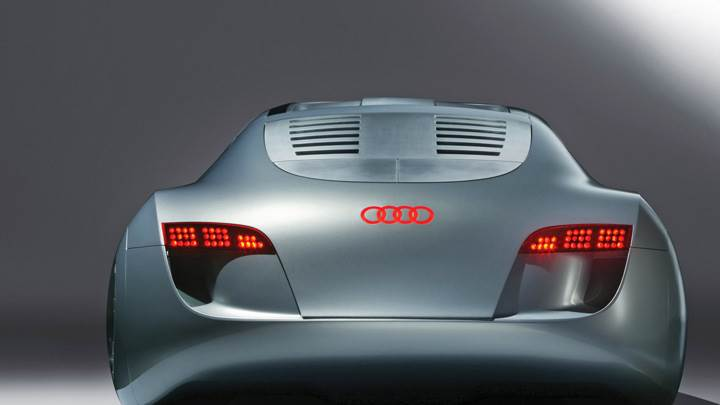 Back Pose Of 2004 Audi RSQ Sport Coupe Concept In Silver