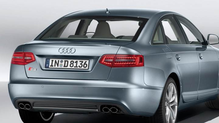 Back Pose Of 2009 Audi S6 In Grey
