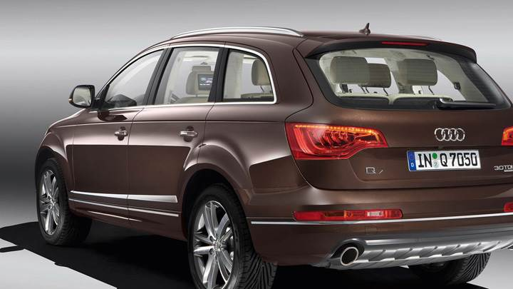 Back Pose Of 2010 Audi Q7 30 TDI In Brown