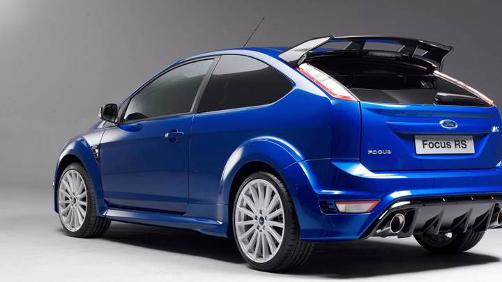 Back Side Pose Of 2008 Ford Focus RS In Blue