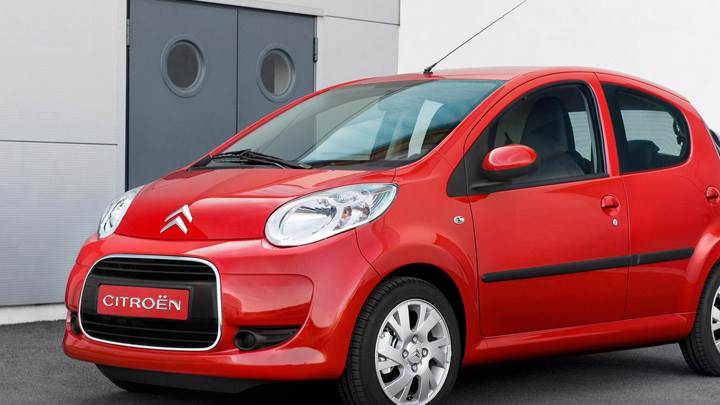 Citroen C1 Side Front Pose In Red