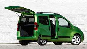 Fiat Fiorino Qubo In Green Side Pose N Trunk Open