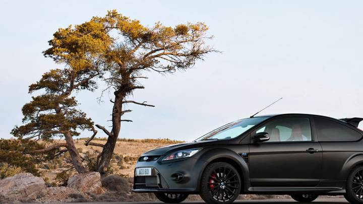 Ford Focus RS500 Side Pose In Black