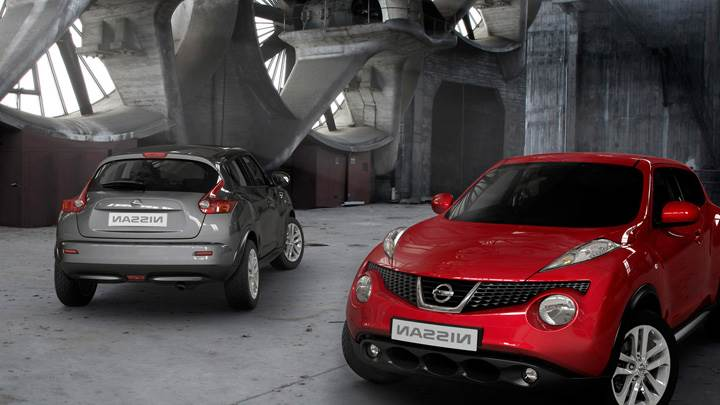 Front N Back Pose Of 2011 Nissan Juke Red Vs Grey