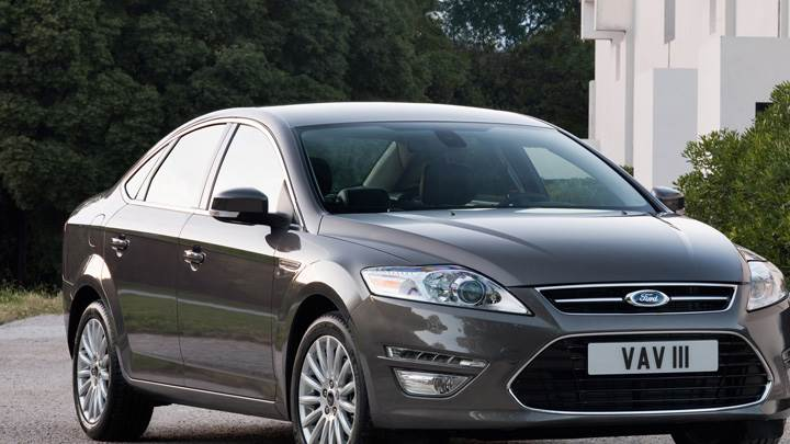 Front Pose 2011 Ford Mondeo In Grey