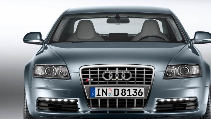 Front Pose Of 2009 Audi S6 In Grey