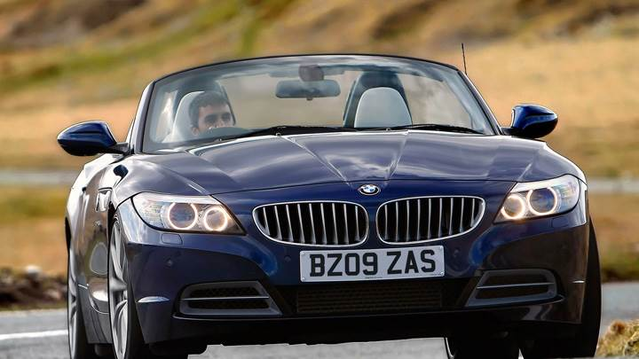 Front Pose Of 2009 BMW Z4 In Blue