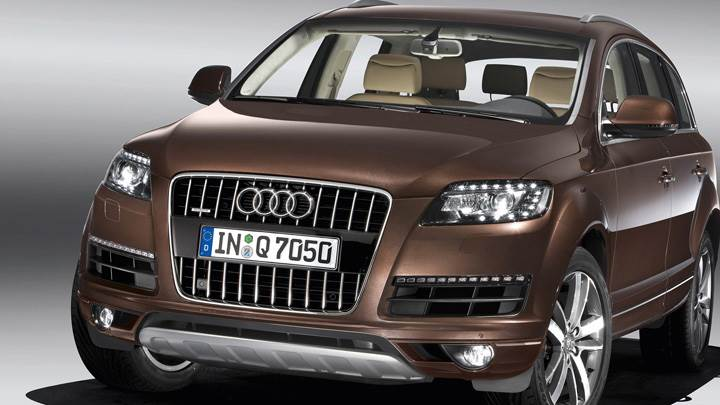 Front Pose Of 2010 Audi Q7 30 TDI in Brown