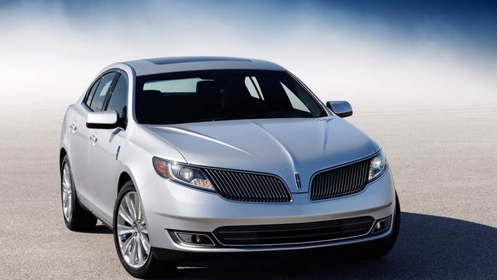 Front Pose Of 2013 Lincoln MKS in Silver