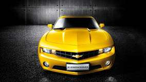 Front Pose Of Chevrolet Camaro in Yellow