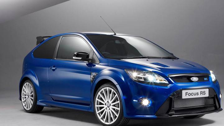 Front Side Pose Of 2008 Ford Focus RS In Blue