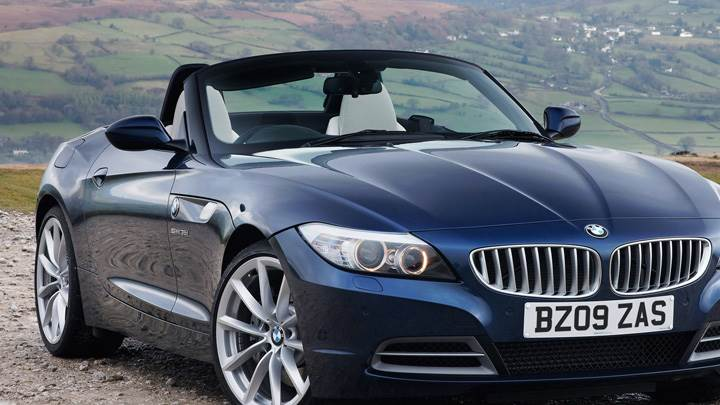 Front Side Pose Of 2009 BMW Z4 In Blue