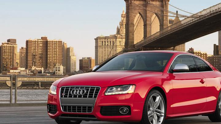 Front Side Pose Of Audi S5 In Red
