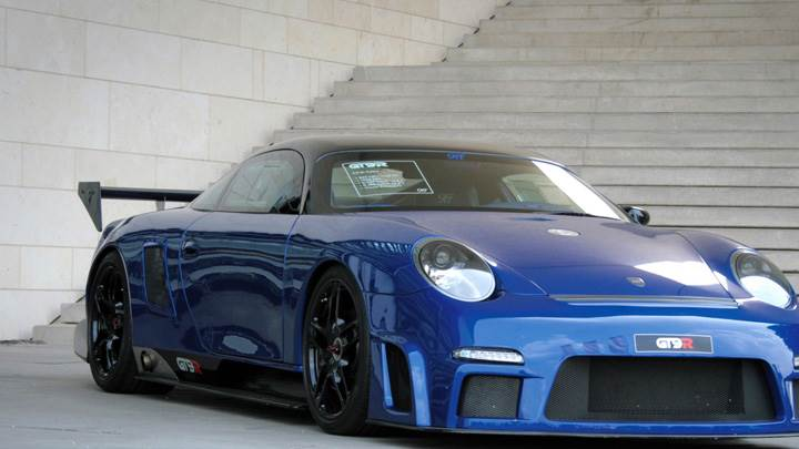 Front Side Pose Of Porsche 9ff GT9-R in Blue