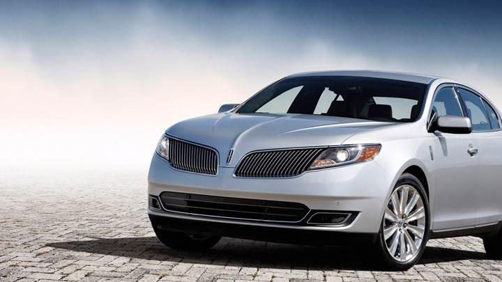 Lincoln MKS 2013 Front Pose in Silver