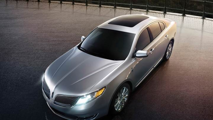 Lincoln MKS 2013 Front Top Pose N HeadLights On