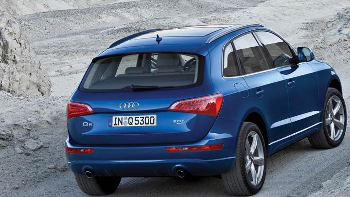 Running 2009 Audi Q5 In Blue Back Pose