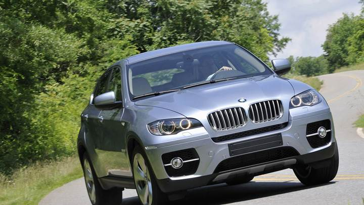 Running 2010 BMW ActiveHybrid X6 In Grey Front Pose