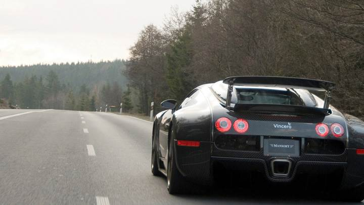 Back Pose Of Linea Vincero Bugatti Veyron 16.4 In Black