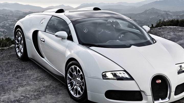 Beau Side Front Pose Of Bugatti Veyron 16.4 Grand Sport In White