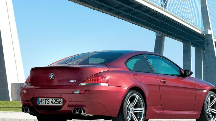 Side Back Pose Of 2005 BMW M6 In Red
