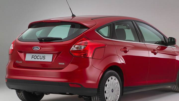Side Back Pose Of 2011 Ford Focus ECOnetic In Red